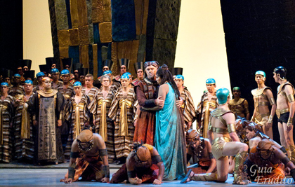 Anthony Michaels-Moore in his role debut as Amonasro in Verdi's <em>Aida</em> at the Theatro Municipal São Paulo Brazil, 2013.